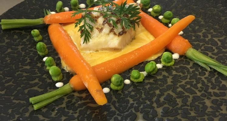 Sandre du Lac de la Gruyère grillé au jus de carottes, gingembre et petits pois