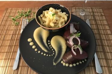 Boudin noir, cornettes et compote de pommes