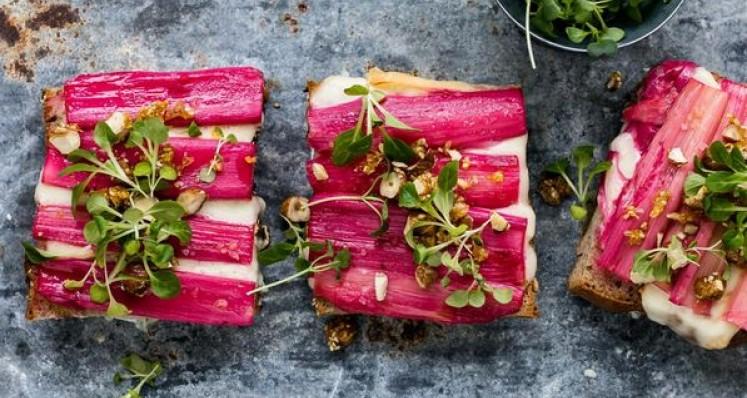 Crostinis à la rhubarbe